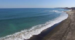Kalla vita vågor av Blacket Sea, Pomorie, Bulgarien Royaltyfri Bild