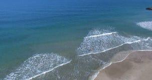 Kalla vita vågor på Blacket Sea sätter på land i hösten av Bulgarien Arkivbild