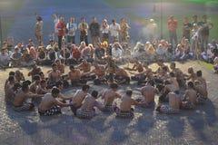Kallade den traditionella dansen för balinesen den Kecak dansen royaltyfri fotografi