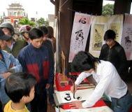 Kalligrafen die de kunstbrieven schrijven Royalty-vrije Stock Foto