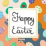 Kalligrafie die Gelukkige Pasen-Inschrijving van letters voorzien Pasen-Kaart met Kleurrijke Eieren op Overlappingsachtergrond Vo royalty-vrije illustratie