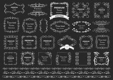 Kalligrafische ontwerpelementen De decoratieve wervelingen of de rollen, uitstekende kaders, bloeien, etiketteren en verdelers Re vector illustratie