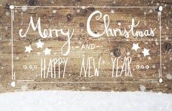 Kalligraphie-frohe Weihnachten und guten Rutsch ins Neue Jahr, Weinlese-Hintergrund, Schneeflocken Lizenzfreies Stockfoto