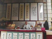 Kalligraphie-Künstler lizenzfreie stockbilder