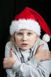 Kallt barn på jultid Arkivbild