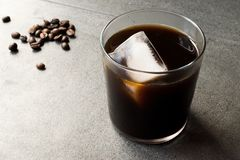 Kallt brygdkaffe med is royaltyfri fotografi