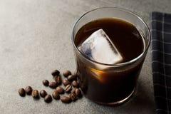 Kallt brygdkaffe med is arkivfoton