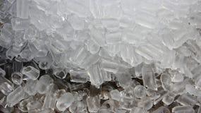 kallt Bunt och stycke av is arkivfoto