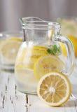 Kallt citronvatten Royaltyfri Foto