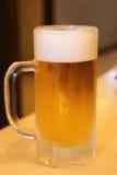 kallt exponeringsglas för öl Arkivfoto