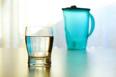 kallt glass vatten Arkivfoto