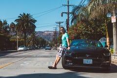 Kallt grabbanseende av Ford Mustang GT royaltyfria foton