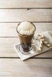 Kallt kaffe med glass royaltyfria bilder