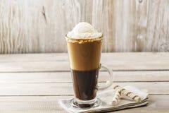 Kallt kaffe med glass royaltyfria foton