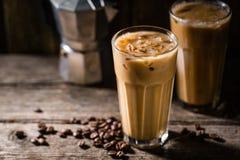 Kallt kaffe med is och kräm royaltyfria foton
