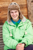 kallt klätt tonårs- väder för pojke Arkivfoto
