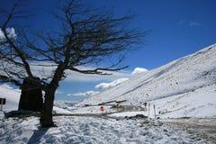 kallt knaprigt snöig drevberg för luft Arkivfoto
