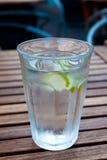 kallt limefruktvatten arkivfoto