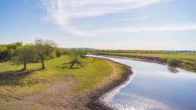 Kalm landschap met groen gras Royalty-vrije Stock Afbeeldingen