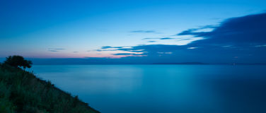 Kalm zeegezicht bij zonsondergang stock foto
