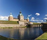 Kalmar slott och vallgrav Arkivfoto