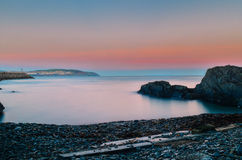 Kalme baai bij zonsondergang Royalty-vrije Stock Foto