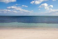 Kalme oceaankust Stock Afbeeldingen