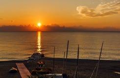 Kalme overzees bij dageraad royalty-vrije stock foto