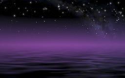 Kalme overzees in sterrige nacht na zonsondergang Royalty-vrije Stock Foto's