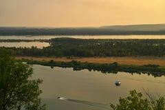 Kalme rivier, mening van hierboven De middenband royalty-vrije stock foto