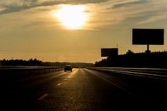 Kalme weg aan zonsondergang Stock Afbeeldingen