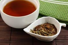 Kalmerende thee op bamboemat Royalty-vrije Stock Foto's