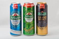 Kalnapilis Pilsner, för original och för tusen dollar valt högvärdigt öl på vit Fotografering för Bildbyråer