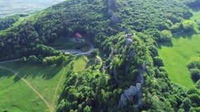 Kalnik-Gebirgsrücken und alte Festung ruiniert Vogelperspektive, Prigorje-Region stock footage