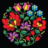 Kalocsai-Stickerei - ungarisches rundes Blumenvolksmuster auf Schwarzem Lizenzfreie Stockfotos