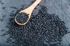 Kalonji negro de las semillas de comino fotos de archivo