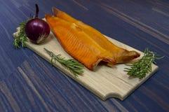 Kalt-geräucherte Forellenfische stockfoto