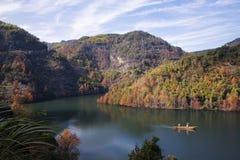 Kalte Berge und Wasser CengLinJinRan-Herbstes gestaltet landschaftlich lizenzfreie stockbilder