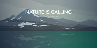 Kalte Berge und Wasserlandschaft des ruhigen Sees Lizenzfreie Stockbilder