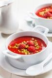 Kalte Erdbeersuppe für heißen Sommer Lizenzfreies Stockfoto
