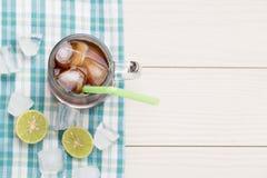 Kalter Eistee mit Zitrone Lizenzfreies Stockfoto