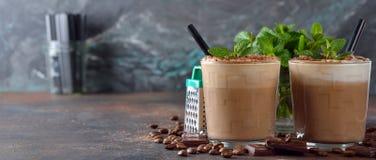 Kalter Kaffee Latte mit Schokolade lizenzfreie stockfotografie