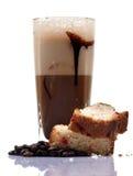 Kalter Kaffee und Kuchen Lizenzfreie Stockbilder