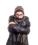 Kalter Mann, der versucht, warm zu bleiben stockfoto