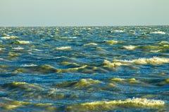 Kalter Meereswellenhintergrund, Abstraktionstapete Stockfoto