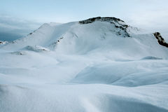 Kalter Morgen in den Bergen von Russland Stockbild
