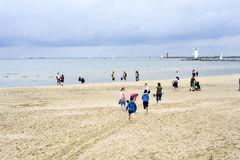 Kalter Tag auf baltischem Strand in Swinoujscie Lizenzfreie Stockfotos