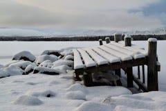 Kalter Tag an einem kleinen Dockage in Norwegen Lizenzfreies Stockfoto