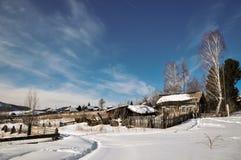 Kalter Tag im Dorf Stockbild