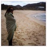 Kalter Tag an setzt ihm auf den Strand Stockfotos